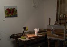 Målning för konstrumstilleben och skärm av sockerobjekt på en tabell med ljus fotografering för bildbyråer