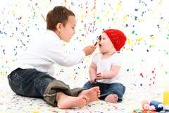 målning för pojkebarnflicka arkivbilder