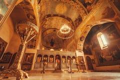 Målningar på tak och högväxta väggar av den gamla kyrkan av den Shio-Mgvime kloster Royaltyfri Fotografi