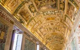 Målningfreskomålningtak i Vaticanenmuseet royaltyfria bilder