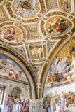 Målningfreskomålningtak i Vaticanenmuseet arkivfoton