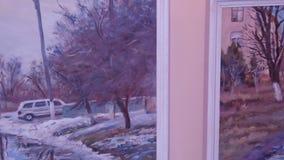 Målningutställning av målningar stock video