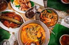 Måluppsättning av traditionell Filippino mat, bästa sikt arkivfoto
