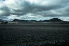 Mån- landskap av Island, ändlösa vulkaniska områden och berg royaltyfri foto