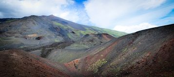 Mån- landskap på sidorna av Mount Etna arkivbild