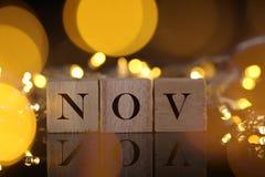 Månadbegreppet, den främre sikten visar träkvarteret skriftliga November med li Royaltyfria Bilder