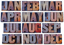 Månader i wood typ - kalenderbegrepp Arkivbild