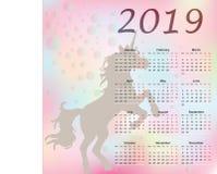 Månatlig kalender för gullig regnbåge med enhörningen 2019 Veckan startar från måndag vektor illustrationer