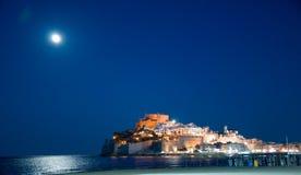 Måne över Peniscola Fotografering för Bildbyråer