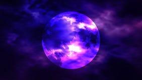 Måne bland molnen på en midnatt himmel Mitt astronomiarbete Arkivfoton