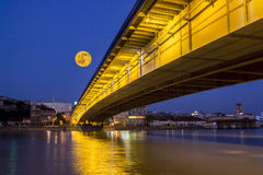 Måne i Belgrade Royaltyfri Foto