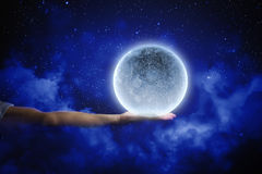 Måne i hand Arkivbild