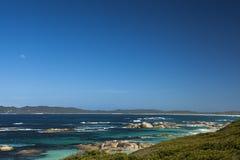 Måne, klar himmel och hav i Albany västra Australien Fotografering för Bildbyråer