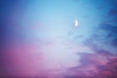 Måne och moln, abstrakt bakgrund Arkivbilder