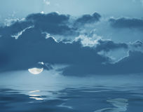 Måne och vatten Royaltyfri Bild