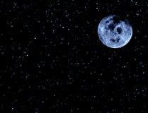 Måne på natthimmel och stjärnor Arkivbilder