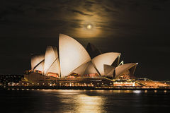 Måne Syd Opera Water Arkivfoton