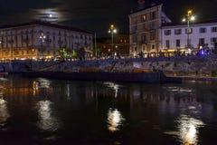 Måneljus på den Darsena invallningen på utelivtid, Milan, Ita arkivbilder