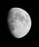 Månen nästan mycket Fotografering för Bildbyråer