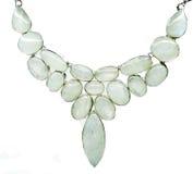 Månestengemstonen pryder med pärlor halsbandsmycken Royaltyfri Foto