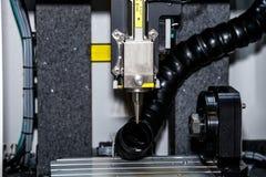 Mång--axel laser som bearbetar workcell Royaltyfri Fotografi