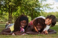Mång- etniska barn Arkivfoto