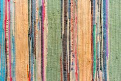 Mång--färgad hand-gjord matta från tyg arkivfoto