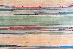 Mång--färgad hand-gjord matta från tyg arkivbilder