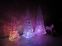 Mång--färgade akrylträd med akrylhästen royaltyfri bild
