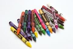 mång- färgade crayons arkivfoto