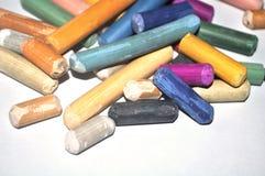 Mång--färgade pastellfärgade färgpennor Royaltyfri Bild