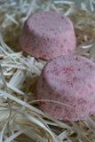 Mång--färgat härligt saltar bombarderar använt för bad royaltyfria bilder