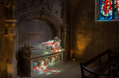 Mång--färgat ljus i en kyrka Arkivfoto
