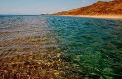 Mång--färgat vatten av Blacket Sea Royaltyfria Bilder