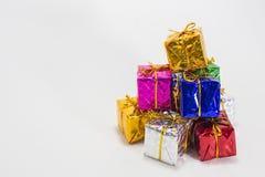 Mång- färggåvaaskar Royaltyfri Bild