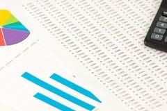 Mång- färgpajdiagram och rapport Arkivfoto