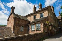 Mång--familj bricked hus royaltyfri fotografi
