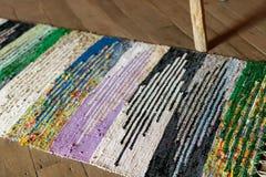 Mång- kulör rumänsk matta för tappning med geometriska former Arkivfoto