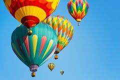 Mång- kulöra ballonger för varm luft arkivfoto