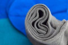 Mång- kulöra sockor som göras av bomull Royaltyfria Bilder