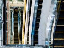 Mång--lager rulltrappa i shoppinggalleria Fotografering för Bildbyråer