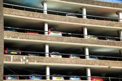 mång- parkstorey för bil Arkivbilder