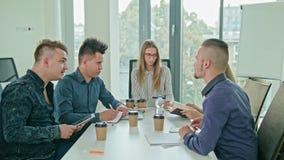 Mång--person som tillhör en etnisk minoritet affär Team Meeting stock video