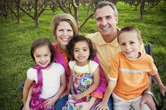 mång- ras- för härlig familj Arkivbilder
