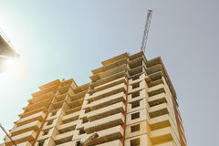 mång- storey för byggnadskonstruktion under bu construction residential Konstruktion av modernt hus Byggnadsaffär Arkivbilder