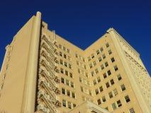 Mång--storied byggnad i San Antonio Arkivfoto