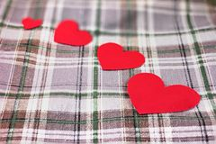 Mång- storleksanpassa av hjärta formar med bomull. Arkivfoto