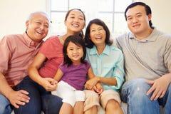 Mång- utvecklingsfamiljsammanträde på Sofa At Home Together Fotografering för Bildbyråer
