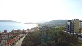 Mång--våning hus i bergen Montenegrinsk arkitektur P stock video