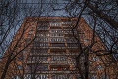 Mång--våning husbild underifrån Royaltyfria Bilder